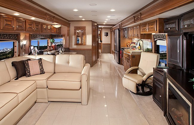 2012 thor motor coach line up impresses shoppers at for Nice home inside