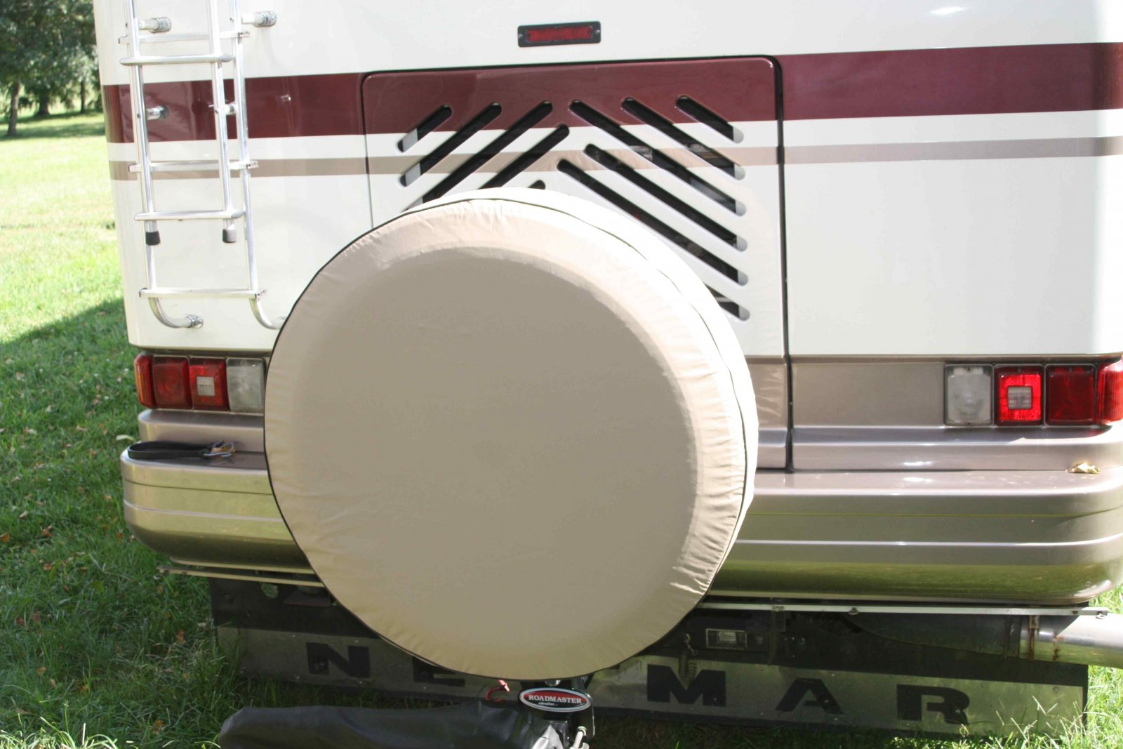 Click image for larger version  Name:Roadmaster Spare Tire Carrier 5.jpg Views:326 Size:203.5 KB ID:104145