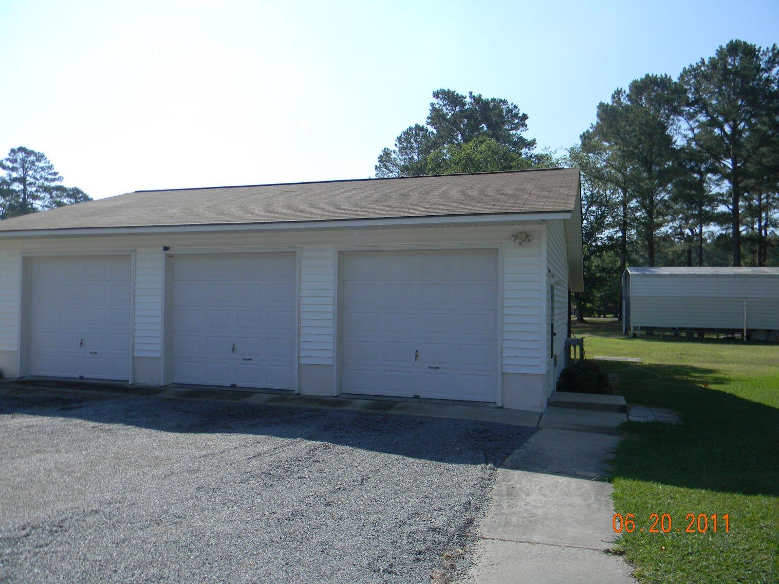 Click image for larger version  Name:garage June 2011 001.jpg Views:43 Size:324.8 KB ID:11390