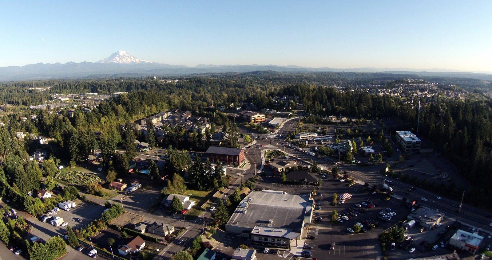 Click image for larger version  Name:Mount Rainier via Bonney Lake Crop.jpg Views:100 Size:318.5 KB ID:115577