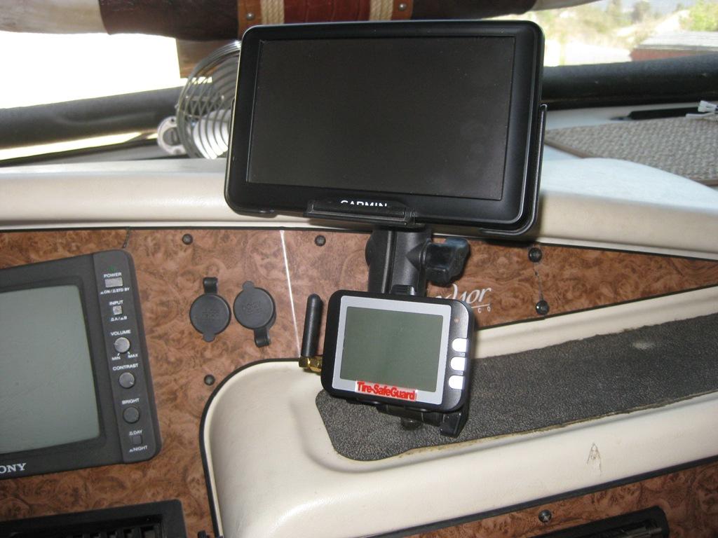 Click image for larger version  Name:Garmin RV-760 RAM Mount-1.JPG Views:46 Size:196.4 KB ID:117444