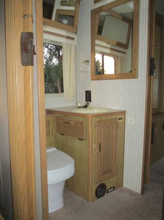 Click image for larger version  Name:1988 Itasca Sunflyer Bathroom.jpg Views:43 Size:18.5 KB ID:118972