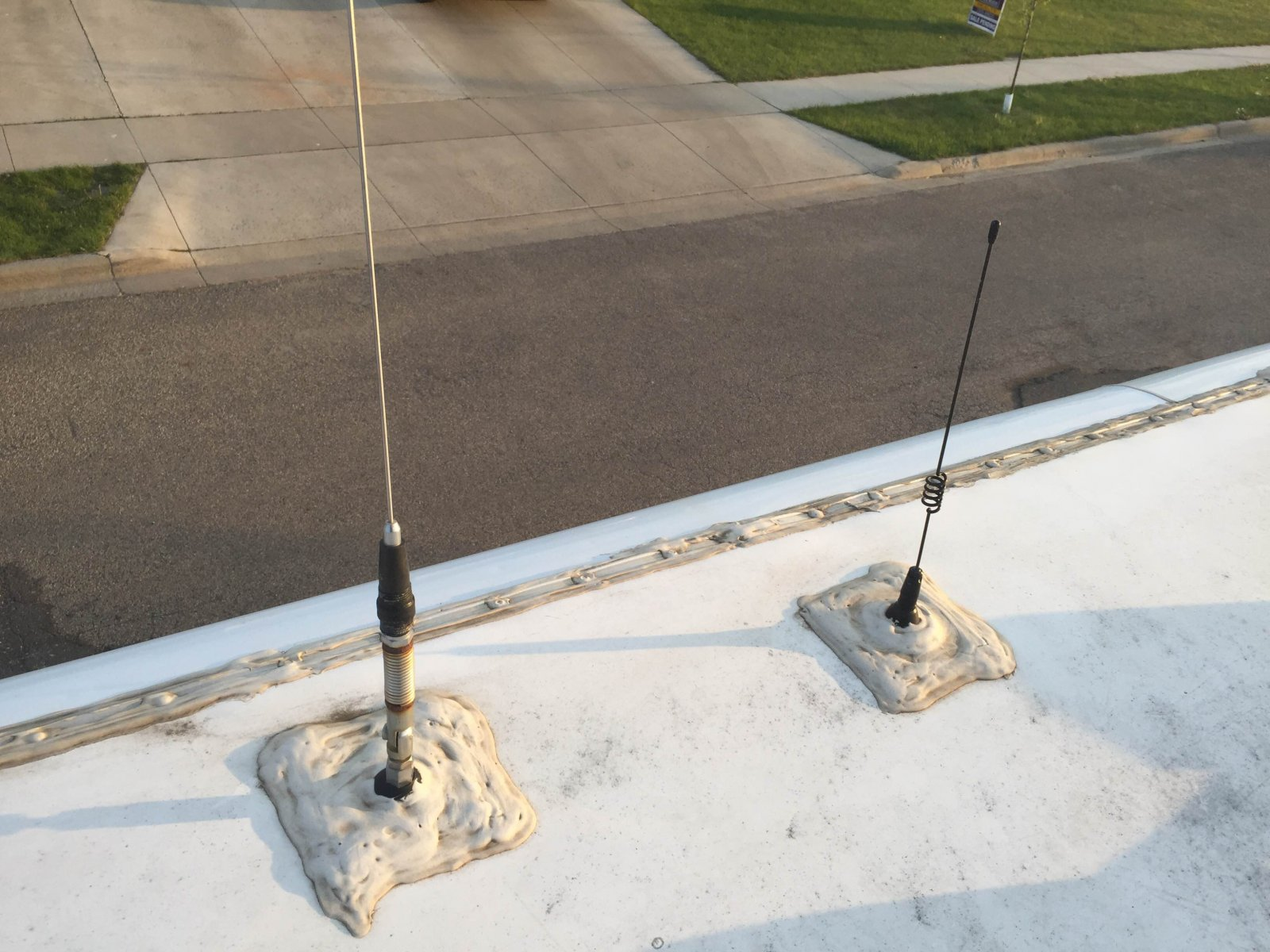 Click image for larger version  Name:Radio&CB-Antenna.jpg Views:86 Size:272.5 KB ID:127250