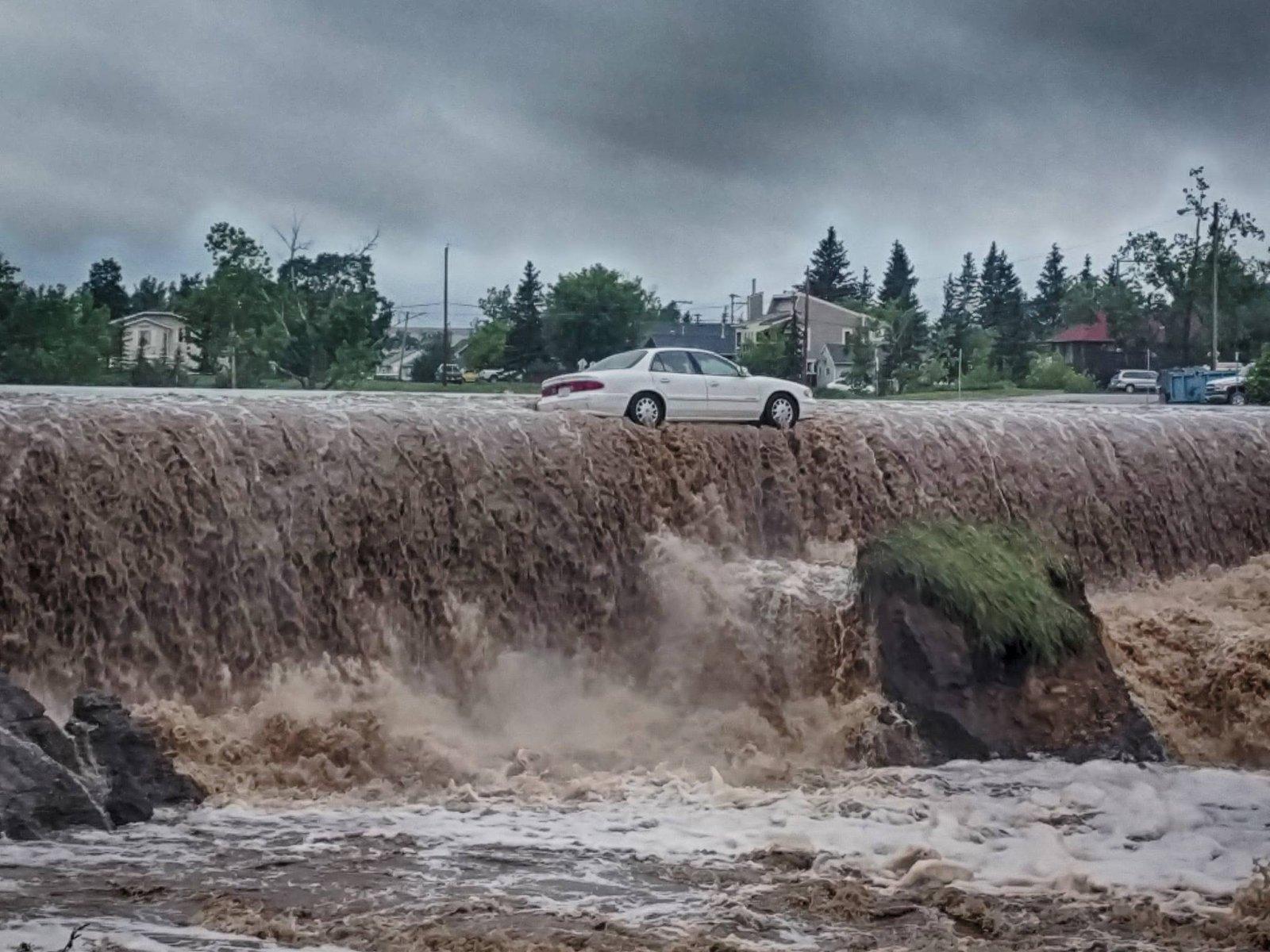 Click image for larger version  Name:Dawson Creek flooding.jpg Views:49 Size:297.6 KB ID:130420