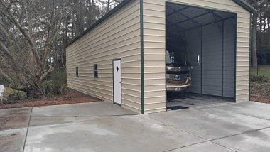 Click image for larger version  Name:coach garage 2.jpg Views:106 Size:73.2 KB ID:152400