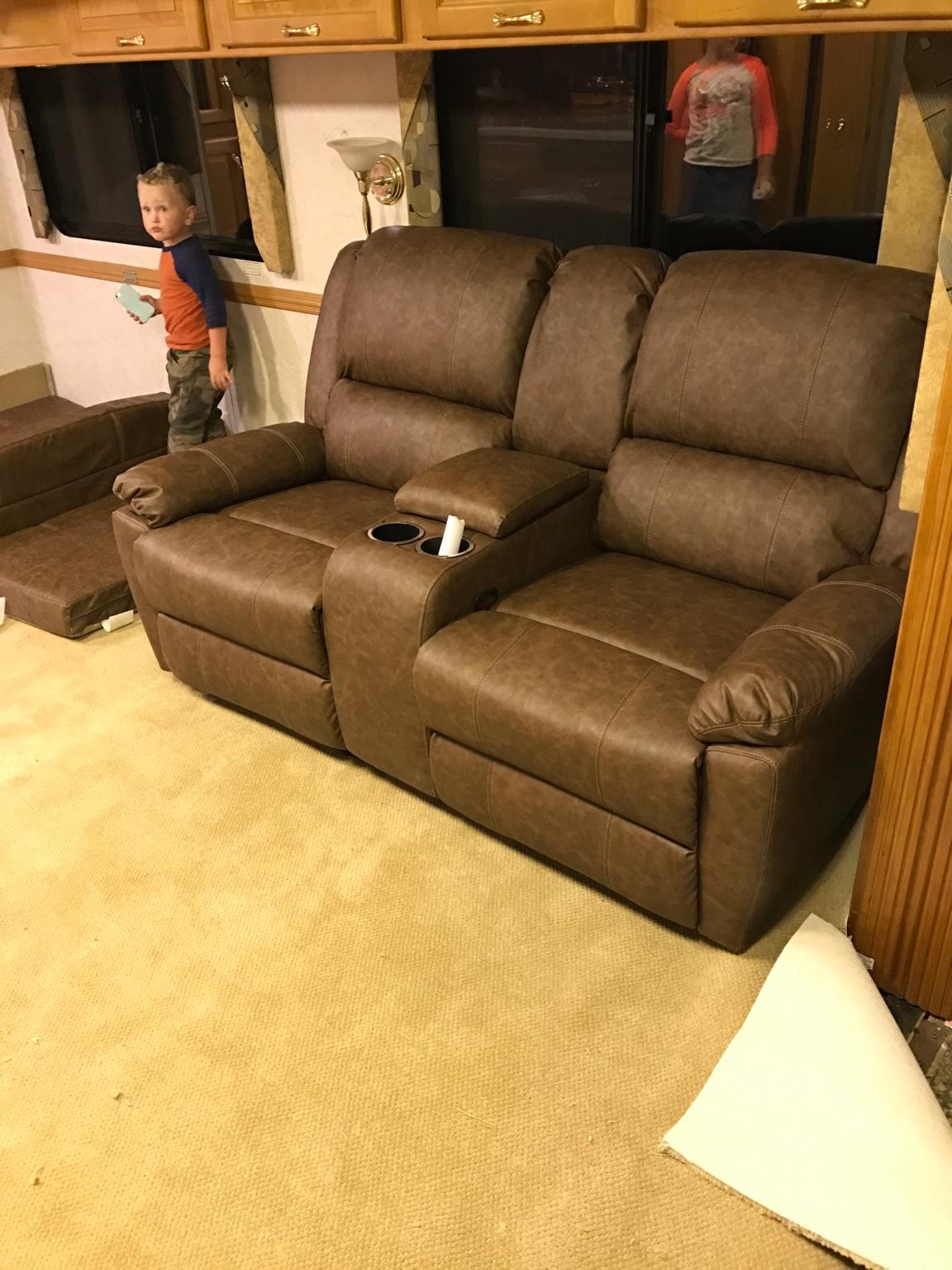 02 DutchStar 4090 need furniture - iRV2 Forums