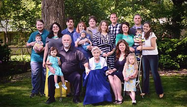Click image for larger version  Name:familyportrait2016.jpg Views:45 Size:154.1 KB ID:189968