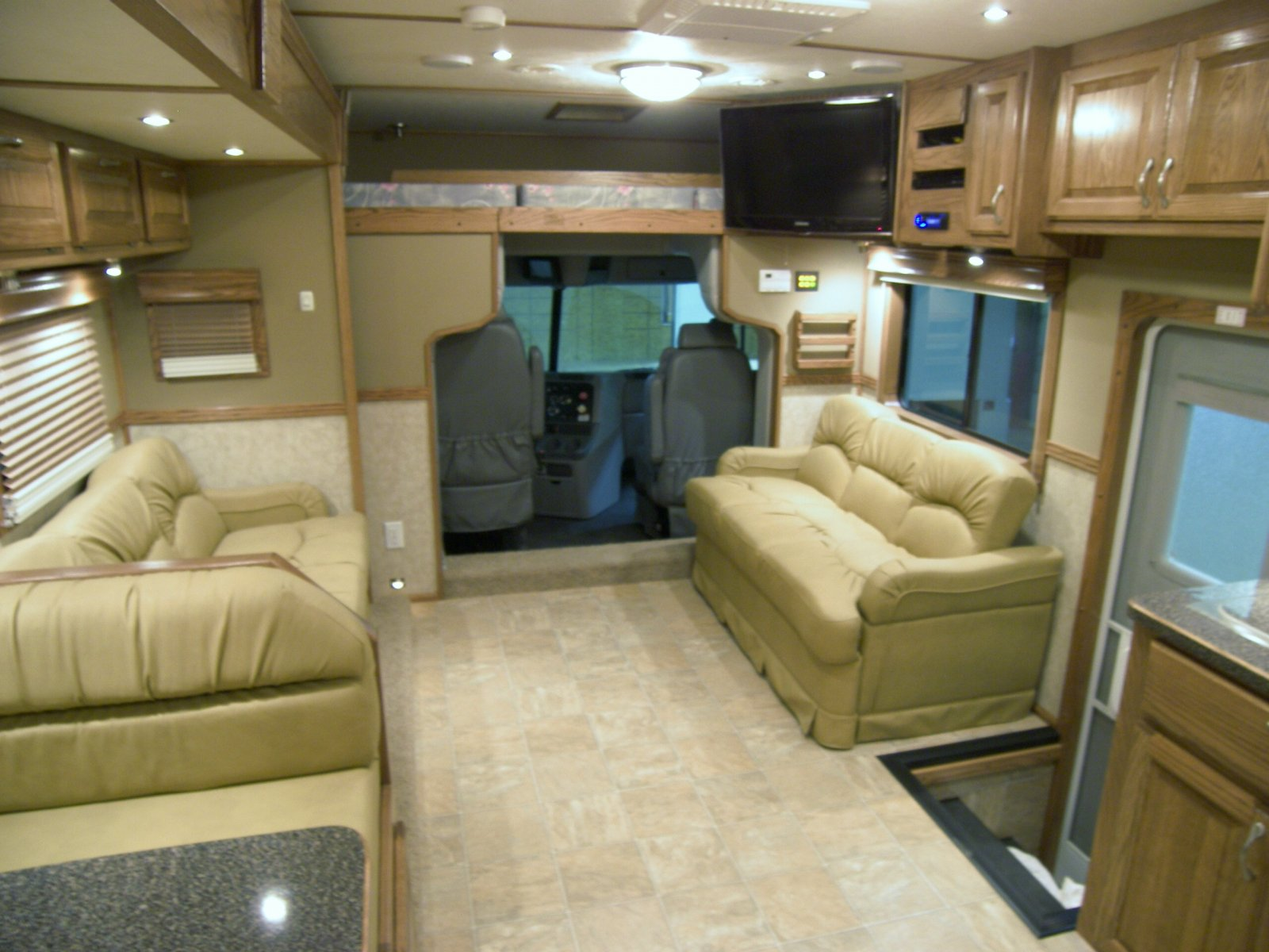 New 2012 ShowHauler Motorhome - iRV2 Forums