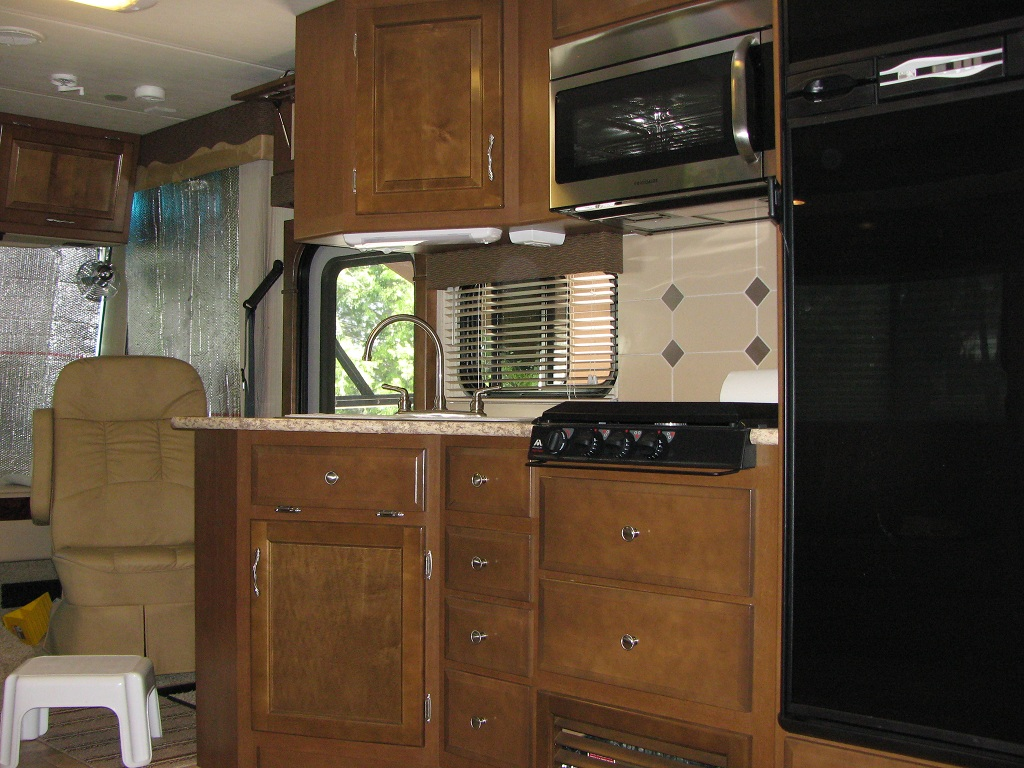 Click image for larger version  Name:13-galley view looking forward.jpg Views:190 Size:285.5 KB ID:20334