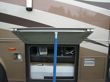 Click image for larger version  Name:Tank access on curb side.jpg Views:42 Size:59.4 KB ID:204295