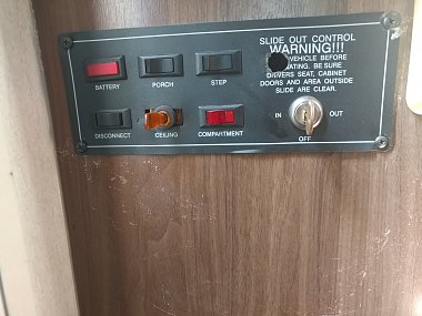 No power to leveling jacks controller - iRV2 Forums