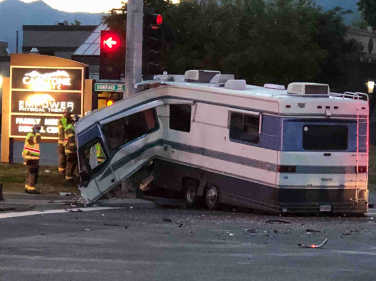 Click image for larger version  Name:RV accident.jpg Views:228 Size:235.6 KB ID:214634