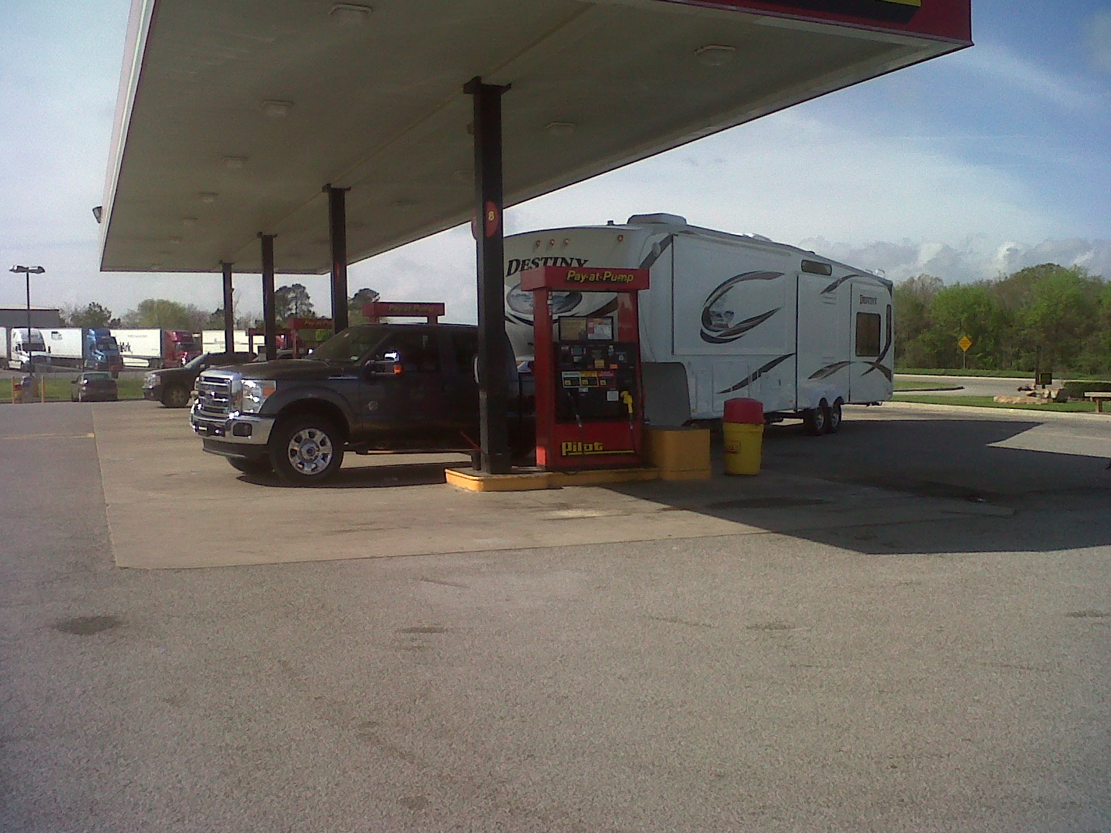 Click image for larger version  Name:f250 filling up.jpg Views:179 Size:433.9 KB ID:23336