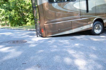 Click image for larger version  Name:2012-09-17 102 DrivewayWinnebag.JPG Views:900 Size:30.8 KB ID:26151