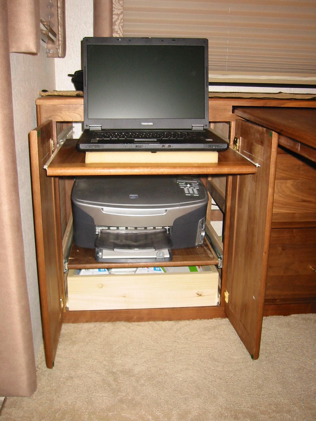 Click image for larger version  Name:RV Desk 2.jpg Views:758 Size:868.9 KB ID:26397