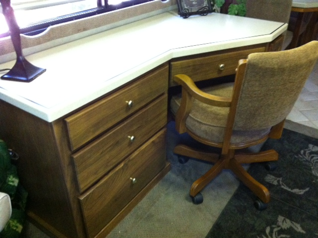 Click image for larger version  Name:desk 2.JPG Views:85 Size:114.7 KB ID:27981