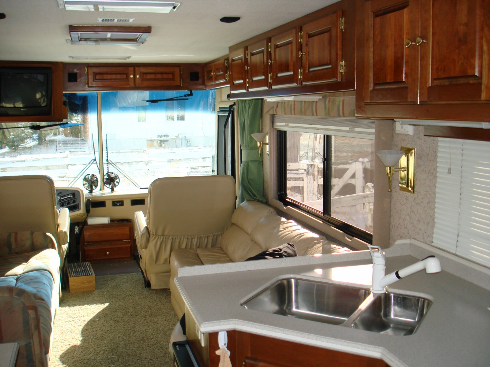 Click image for larger version  Name:motorhome 018.jpg Views:90 Size:292.0 KB ID:28397
