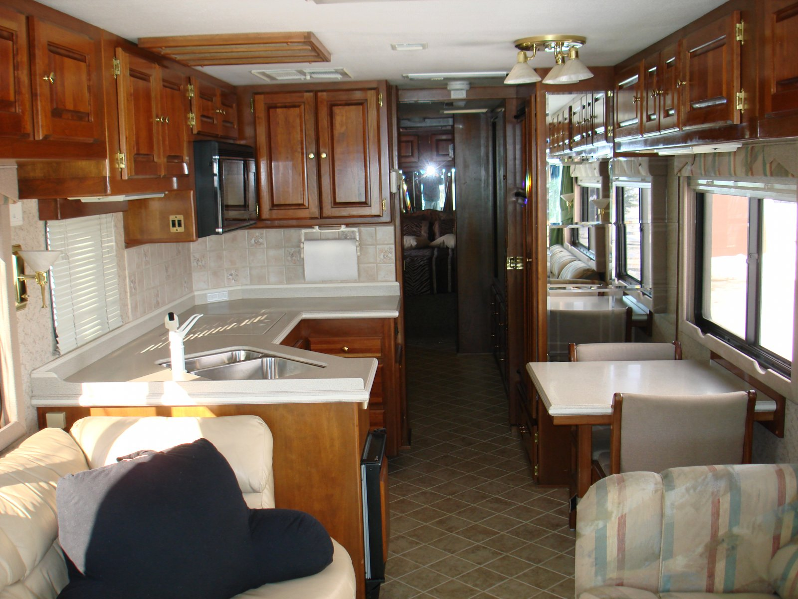 Click image for larger version  Name:motorhome 014.jpg Views:69 Size:275.9 KB ID:28399