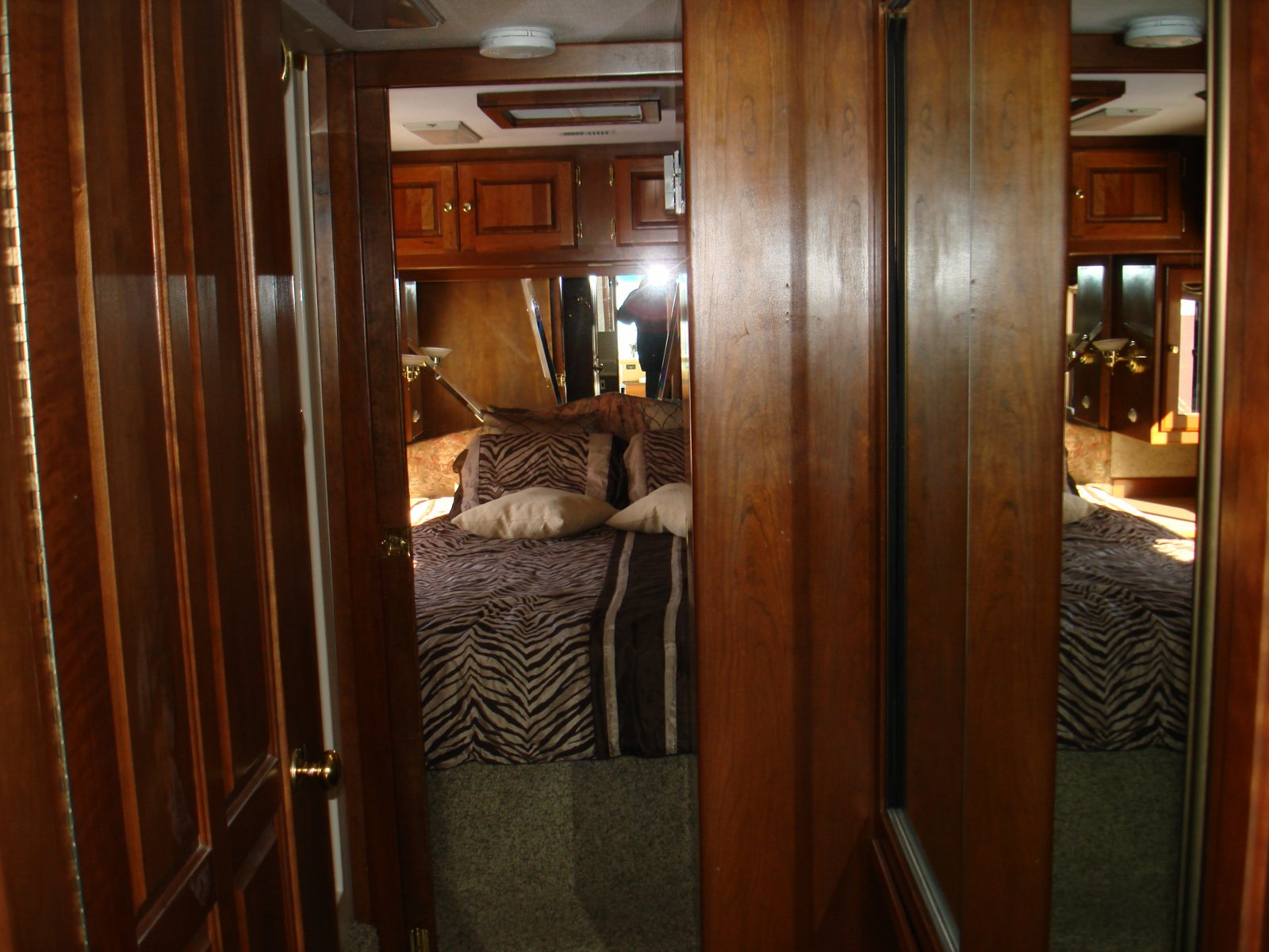 Click image for larger version  Name:motorhome 020.jpg Views:62 Size:249.3 KB ID:28403