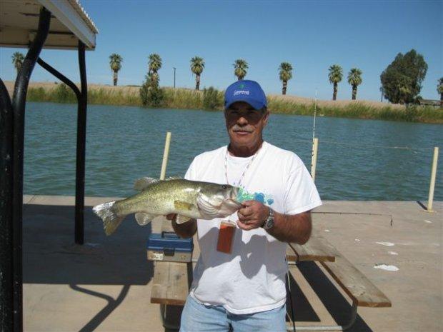 Click image for larger version  Name:Fishing at Sunbean lake 004 (2).jpg Views:40 Size:48.7 KB ID:293