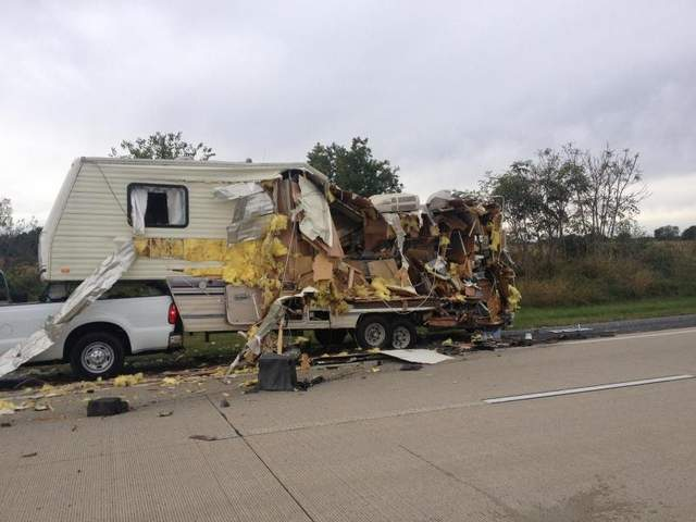 Click image for larger version  Name:Wrecked 5th wheel..jpg Views:2193 Size:34.8 KB ID:30079