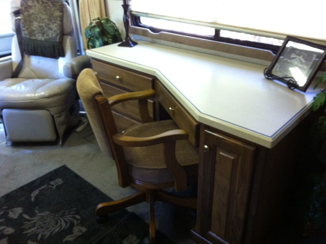 Click image for larger version  Name:desk 3.JPG Views:61 Size:102.1 KB ID:31444