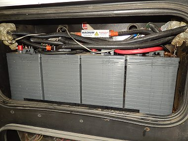 Click image for larger version  Name:House Batteries.JPG Views:20 Size:454.0 KB ID:323701