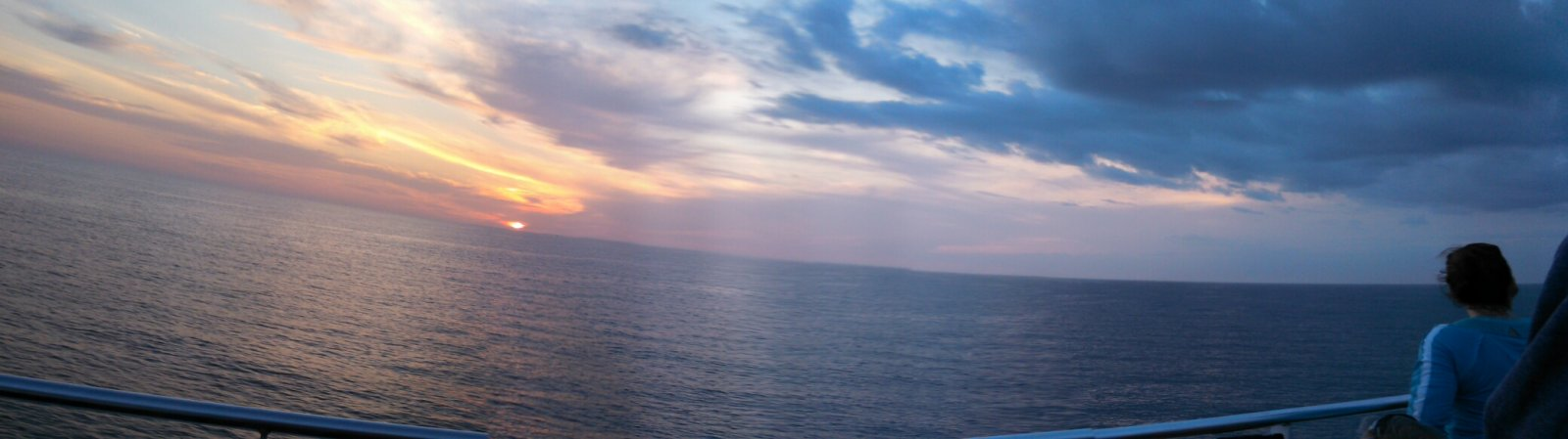 Click image for larger version  Name:Panoramic sunset.jpg Views:43 Size:89.3 KB ID:36979