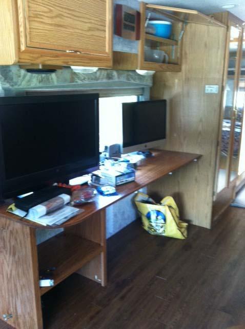 Click image for larger version  Name:desk.JPG Views:160 Size:37.5 KB ID:44247