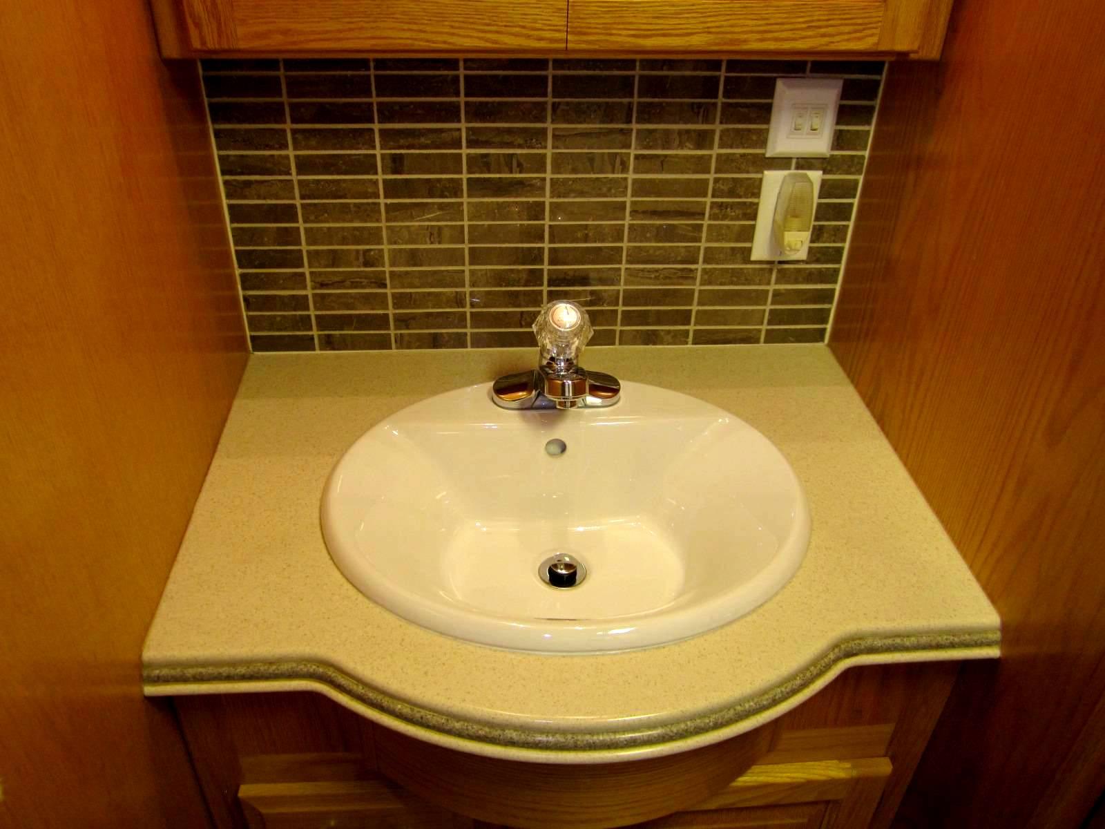 Click image for larger version  Name:4. updated backsplash & sink.jpg Views:89 Size:153.3 KB ID:46257