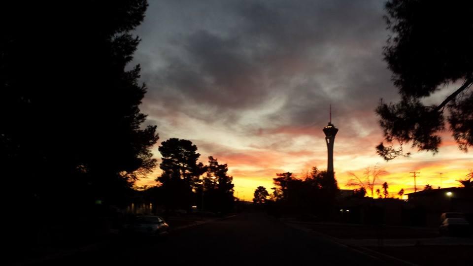 Click image for larger version  Name:vegas sunrise.jpg Views:42 Size:33.5 KB ID:51015