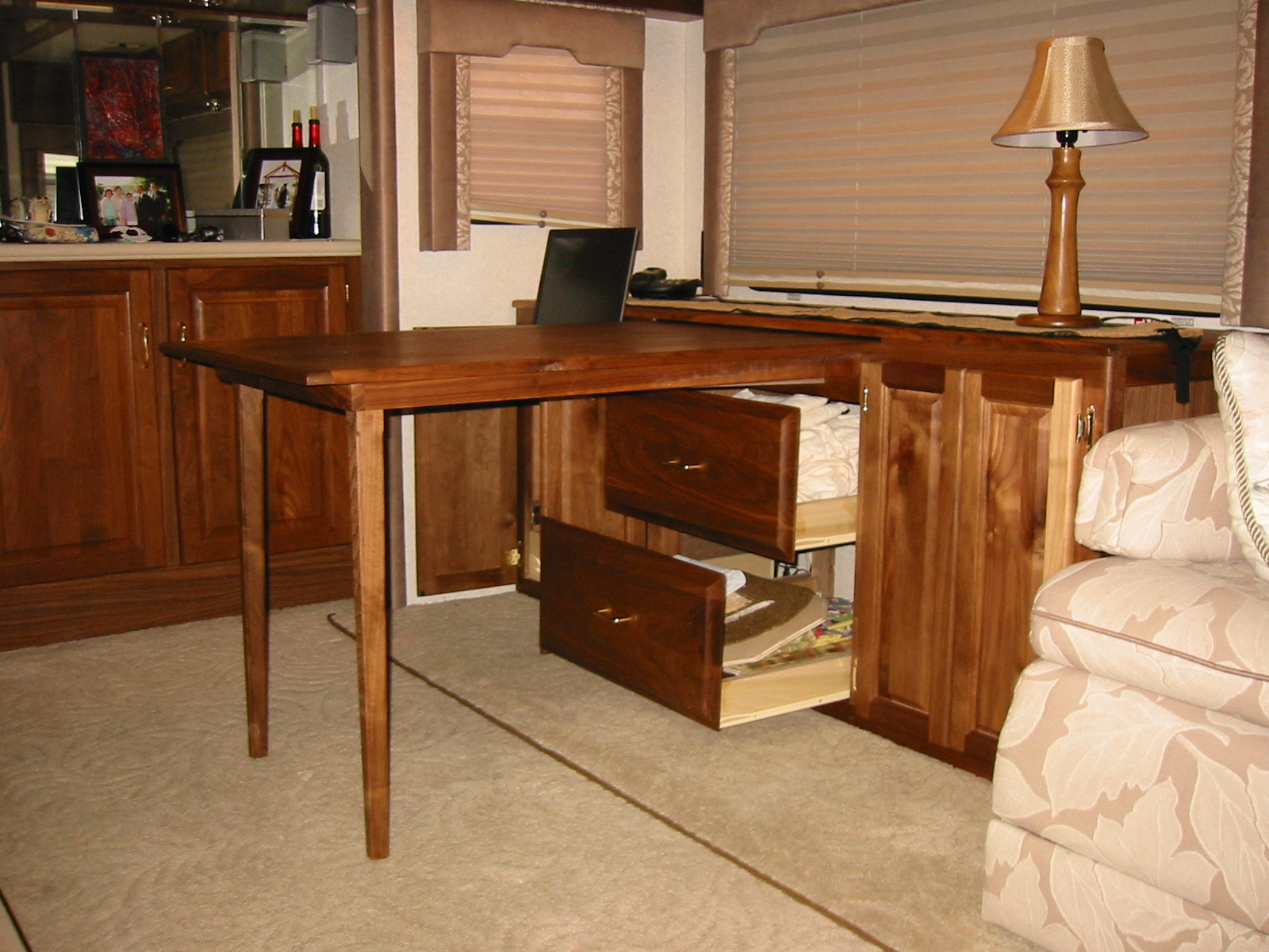 Click image for larger version  Name:RV desk 3.jpg Views:400 Size:846.9 KB ID:51164