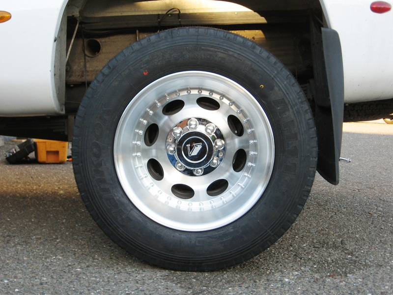 Click image for larger version  Name:Resize of left rear tire.jpg Views:97 Size:159.6 KB ID:5690