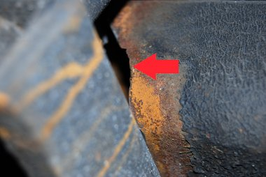 Click image for larger version  Name:Crack in trailing arm 3.jpg Views:231 Size:167.8 KB ID:60439