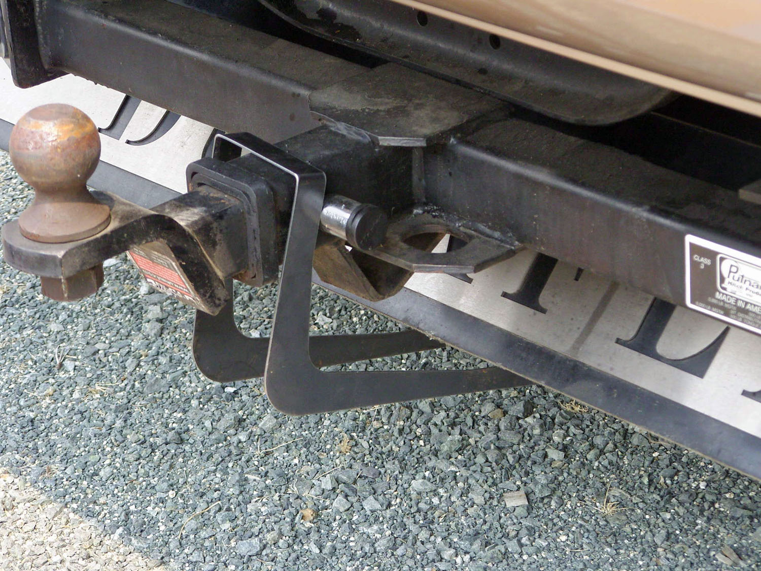 Click image for larger version  Name:MH Lift Bracket over hitch.jpg Views:52 Size:414.8 KB ID:61577