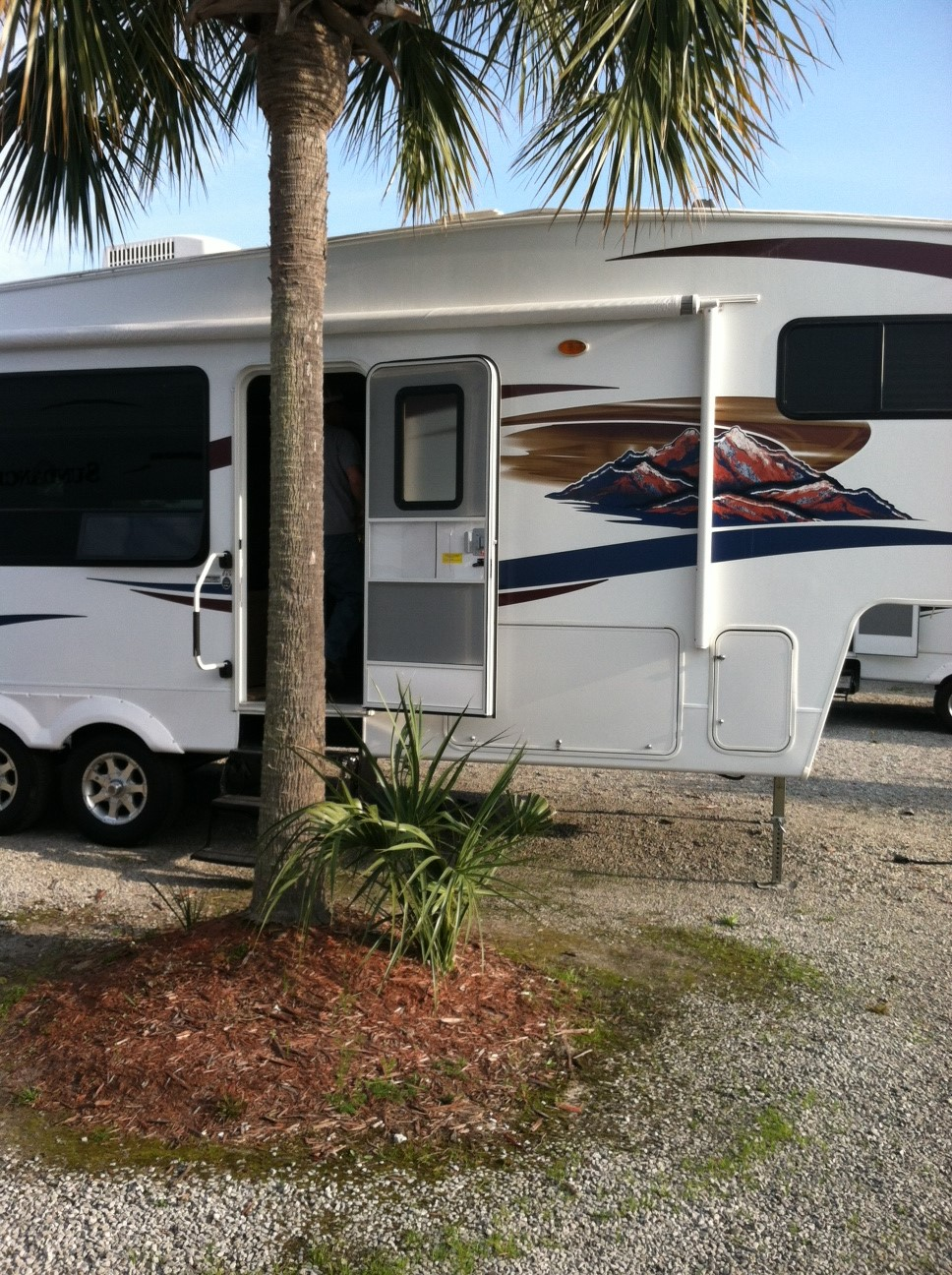 Click image for larger version  Name:RV ROOF AT PURCHASE.JPG Views:103 Size:459.8 KB ID:64291