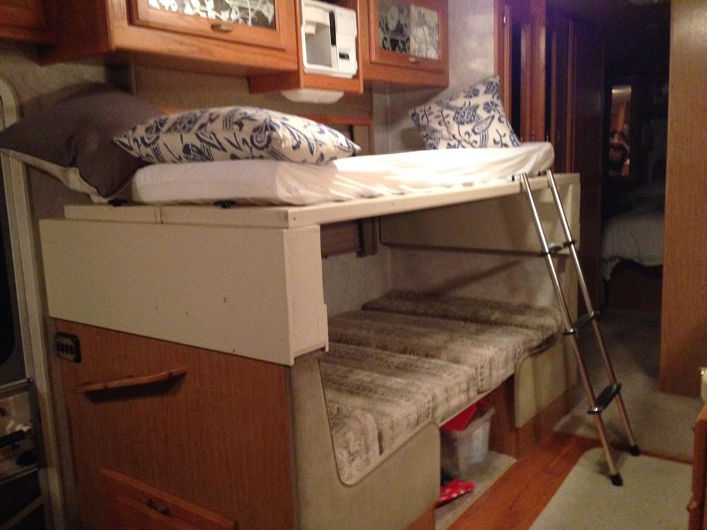 Diy rv dinette bed diy do it your self for Rv loft bed