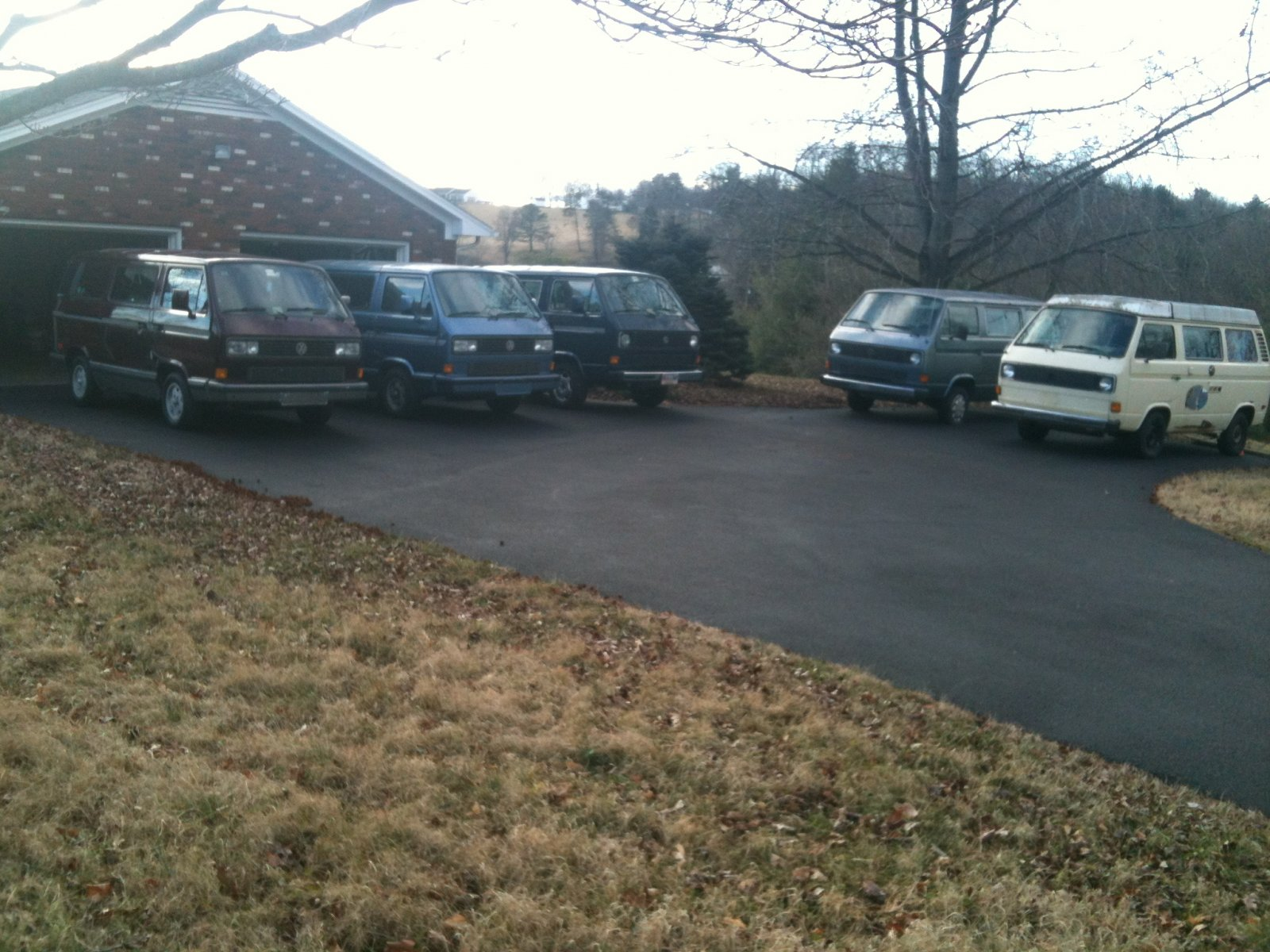 Click image for larger version  Name:VW Vanagon_Stable.jpg Views:24 Size:302.8 KB ID:75481