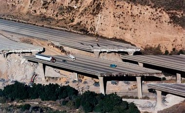 Click image for larger version  Name:Los Angeles Traffic 05.jpg Views:312 Size:90.9 KB ID:77391