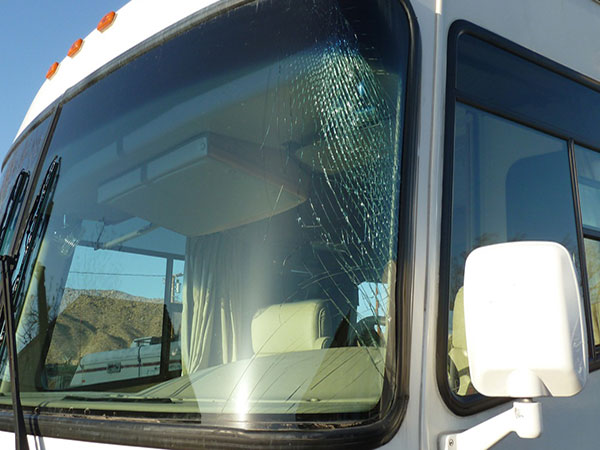 Click image for larger version  Name:broken_windshield_RV.jpg Views:119 Size:59.2 KB ID:85268