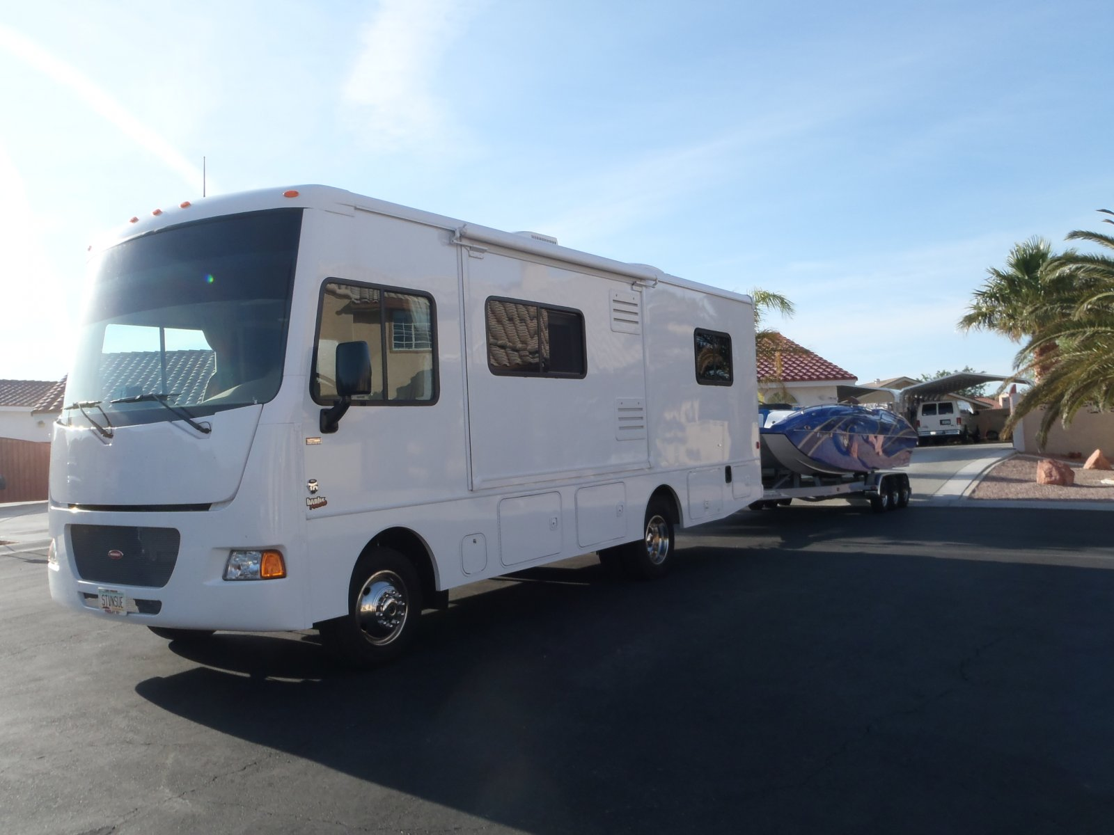 Click image for larger version  Name:motorhome and boat 002.jpg Views:102 Size:161.0 KB ID:86967