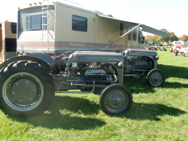Click image for larger version  Name:tractor show, mh milage 006.JPG Views:108 Size:291.2 KB ID:88088