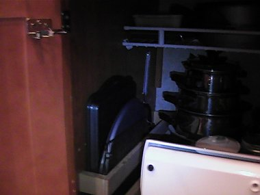 Click image for larger version  Name:under stove cabinet2.jpg Views:66 Size:67.8 KB ID:9298