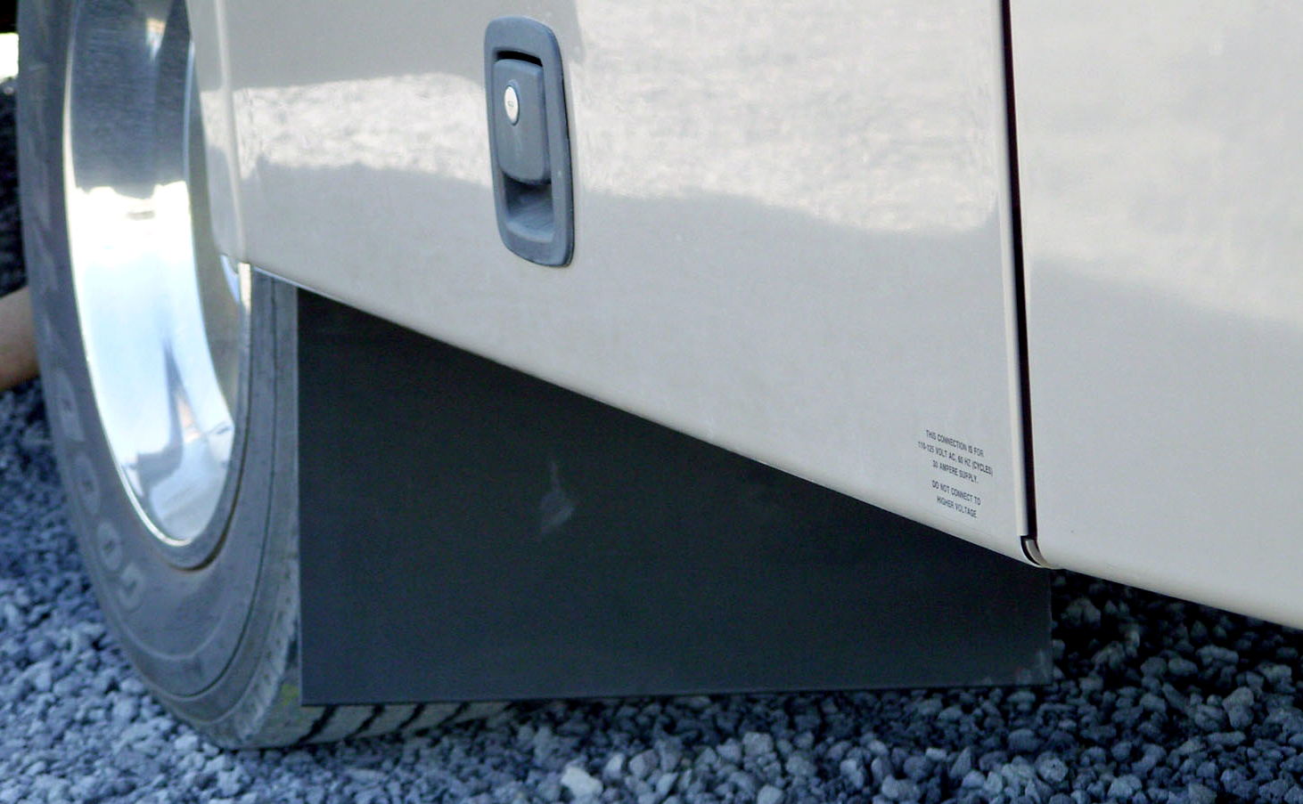 Click image for larger version  Name:winnebago wheel well.jpg Views:141 Size:744.6 KB ID:93167
