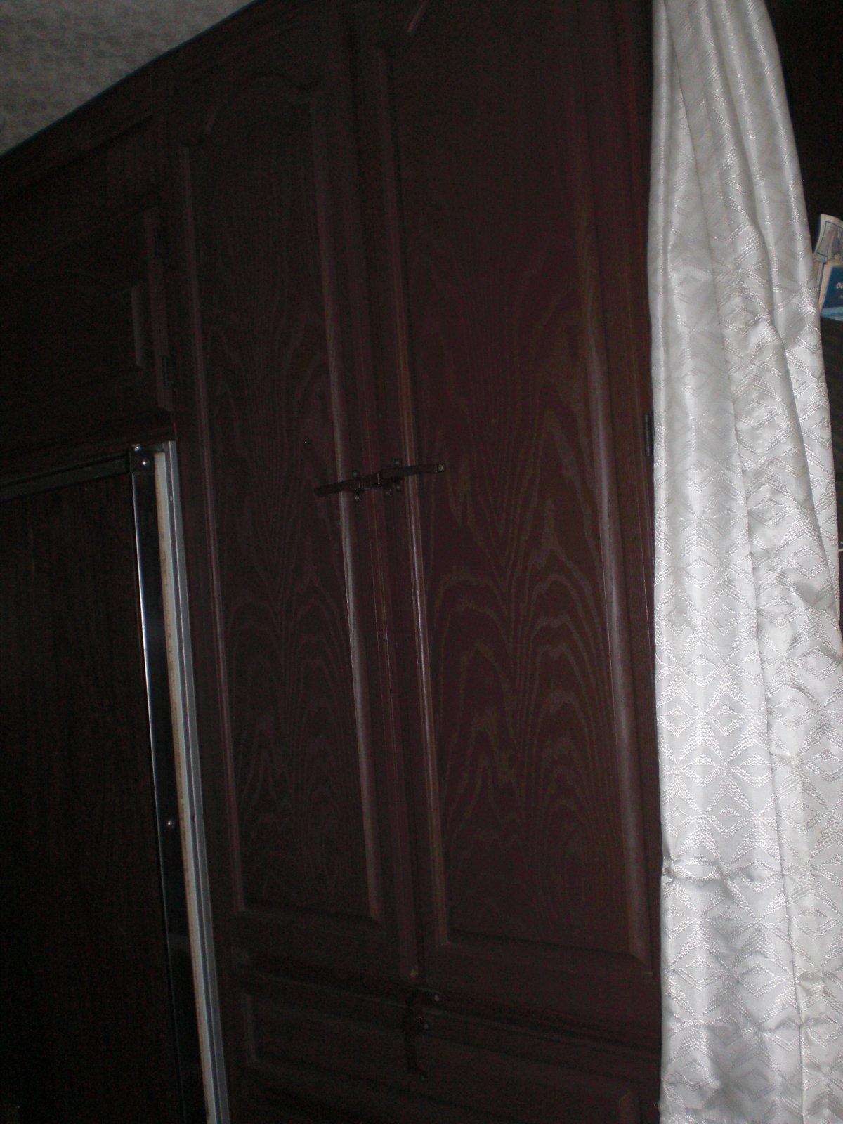Click image for larger version  Name:closet door.jpg Views:67 Size:240.9 KB ID:9775